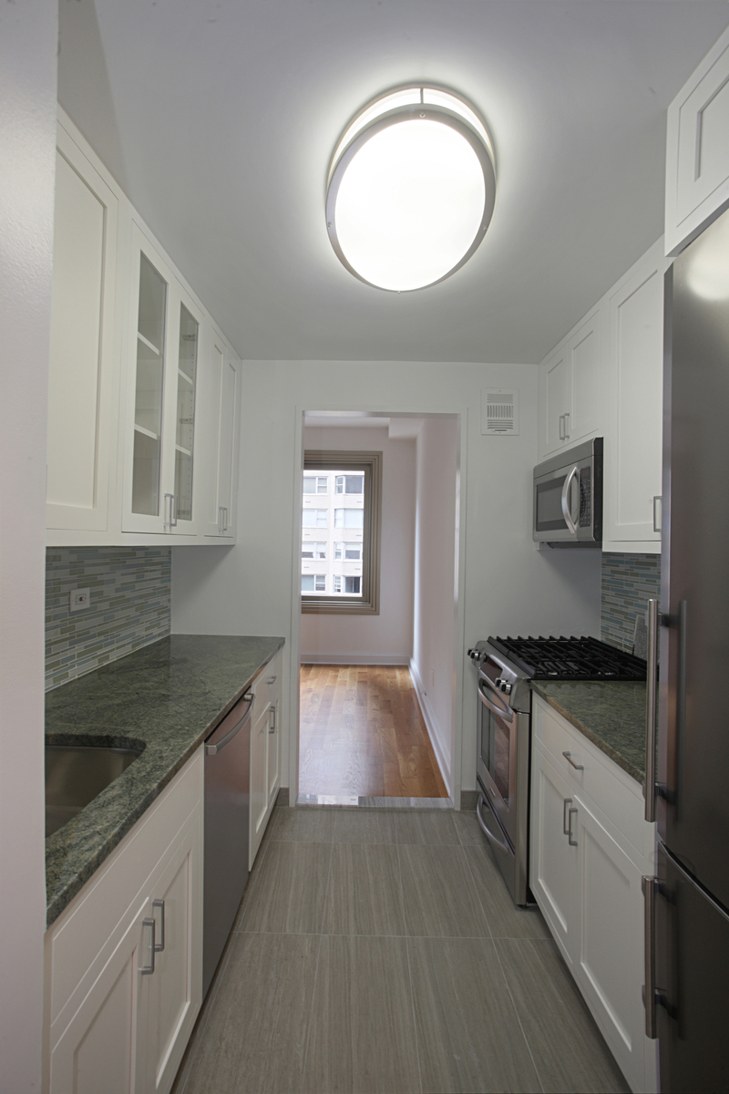 Beautifully renovated true 2bed/2 bath at Claridge's, with a working, wood-burning fireplace!