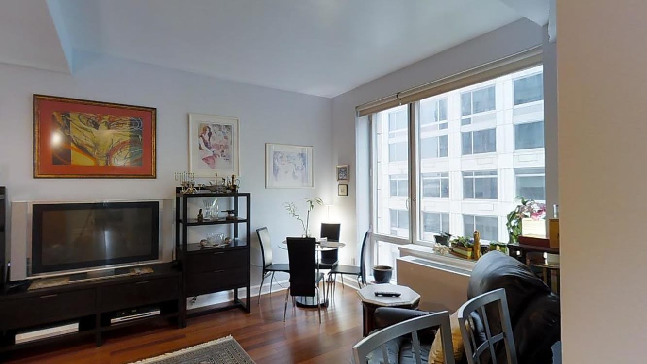 Spacious 2 beautiful bedrooms in a Luxury Condominium with River views